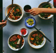 Best Asian Food For Dinner: The varieties of Asian foods that are served on the plates & eaten with so much interest.Asian delicacies are awesome in Taste. Top Recipes, Asian Recipes, Ethnic Recipes, Asian Foods, Vietnamese Recipes, Khmer Food, Wok, Vietnamese Street Food, Healthy Cat Treats