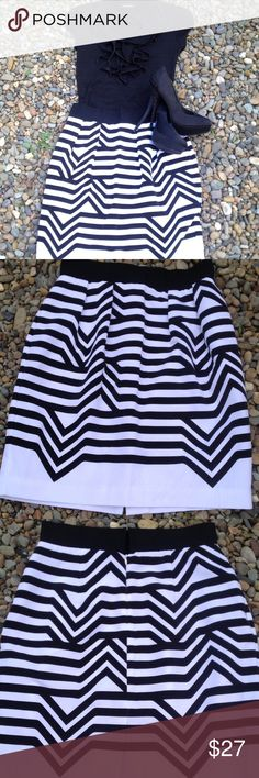 Worthington black and white chevron pencil skirt Monochromatic doesn't have to mean boring! This geometric chevron pencil skirt by Worthington proves just that. Fitted and fully lined, it has an invisible back zipper and hook and eye closure. Ready to wear! Size 8. Worthington Skirts Pencil