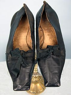 "GENTS EVENING SHOES, AMERICAN, Square toe black leather w/ ribbon-tie latchets & flat leather soles, bottoms inked ""John C Coffing"" Massachusetts (possibly Wellesley), X tan leather lining Mens Dress Outfits, Men Dress, Dress Shoes, Dress Clothes, Vintage Shoes, Vintage Men, Vintage Outfits, Old Shoes, Shoes Men"