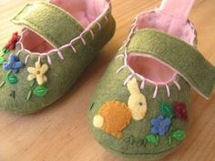Felt shoes - so cute!  @Sandra MacGregor Is this your next project?