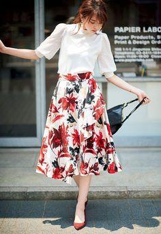 Korean Fashion Trends you can Steal – Designer Fashion Tips Long Skirt Fashion, Long Skirt Outfits, Modest Outfits, Modest Fashion, Fashion Dresses, Apostolic Fashion, Modest Clothing, Floral Fashion, Cute Fashion