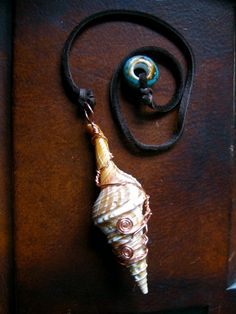 Sea Shell Pendulum~ I have lots of shells...Will have to make one!
