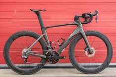 All new Specialized Venge ViAS Disc 2017. The speed and the stopping power. Amazingly stiff | More pics at Racefietsblog.nl