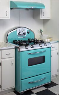 Retro looks, Century bells & whistles from Elmira Stove Works. Ok girls, here is a stove and oven combo if you are going to be needing one in the near future. It is adorable and new. Love the retro look. Retro Appliances, Kitchen Appliances, Kitchen Stove, Cuisinières Vintage, Retro Oven, Casa Retro, Vintage Stoves, Deco Retro, Cocinas Kitchen