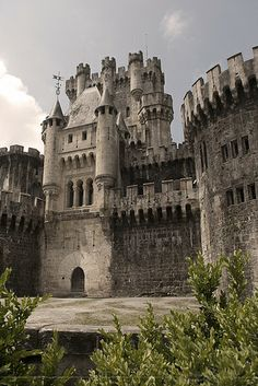 Real Castles, Beautiful Castles, Beautiful Buildings, Castle Ruins, Castle House, Medieval Castle, Abandoned Castles, Abandoned Buildings, Abandoned Places