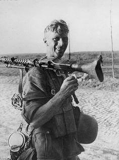 German soldier and his MG 34 machine gun. German Soldiers Ww2, German Army, Military Photos, Military History, Mg34, Germany Ww2, Man Of War, German Uniforms, Panzer