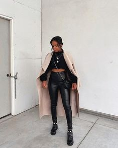 Edgy Outfits, Winter Fashion Outfits, Mode Outfits, Cute Casual Outfits, Fall Winter Outfits, Lederhosen Outfit, Leather Pants Outfit, Leather Leggings, Leather Skirt
