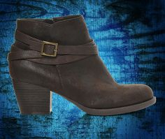 From dresses to denim, the Nicole Carson promises to perfect your look! Get yours today at Shoe Carnival.