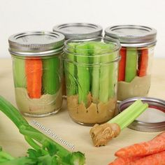 Snacks For Easy Meal Prep Mason jars veggie dippers - a great on-the-go healthy snack!Mason jars veggie dippers - a great on-the-go healthy snack! Mason Jar Meals, Meals In A Jar, Mason Jar Food, Mason Jar Recipes, Mason Jar Lunch, Food In Jars, Mason Jar Breakfast, Plastic Mason Jars, Dishes Recipes