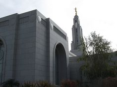 Very nice, love it -  Redlands California LDS Temple, Northwest Side / http://www.mormonproducts.net/?p=138