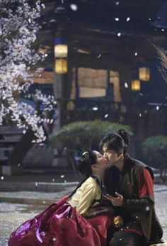 I'm loving Gu Family Book so far! It reminds me of the magic that was Arang and the Magistrate.The stills from the show are beautiful. This is from episode 3.