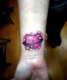 Gato saturnito para una increíble persona y amiga ! :) muchas gracias como siempre Linda :3. Amo también hacer tatuajes pequeñitos y súper cute, con este morí de amor infinito jajaj. Hecho con #radiantcolorsink #radiantcolorscrew #radiantcolors #cattattoo #kittytattoo #kittytattoos #cattattoos #saturncat #planetcat #kawaiiasfucktattoo #kawaiitattoos #sparklingpinkwork #cutetattoo #cutetattoos #inknation #amominuevacamara