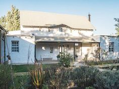 Tumbleweed Cottage - Situated in the scenic little town of McGregor, Tumbleweed Cottage offers a tranquil and memorable stay in this pleasant part of the Western Cape.  This lovely cottage has three bedrooms, of which one ... #weekendgetaways #mcgregor #southafrica