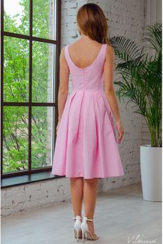 Платье летнее с красивым декольте и милой цветочной вышивкой • цвет: нежно-розовый • интернет магазин • vilenna • фото 1