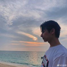 Beach date with Jun, yes or yes? Jun's beauty is aesthetically pleasing to my eyes, I can't hold my tears any longer 😭❤ ㅡ