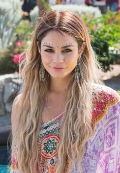 Vanessa's look for Cochella is beyond perfect
