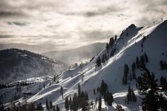 Strap into your snowboard or skis and head to these Lake Tahoe ski resorts. Countries Around The World, Around The Worlds, Tahoe Ski Resorts, Lake Tahoe Winter, Winter Photography, Travel Inspiration, Travel Ideas, Where To Go, Cool Places To Visit