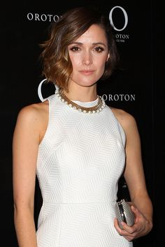 Rose Byrne Short Wavy Cut - Rose Byrne wore her hair wavy for a celebration of her becoming the new face of Oroton in Sydney. Rose Byrne, Hairstyle Look, Messy Hairstyles, Brooklyn Decker Hair, Pompadour Fade Haircut, Blonde Hair With Highlights, Short Wavy, Super Hair, Hair Color For Black Hair