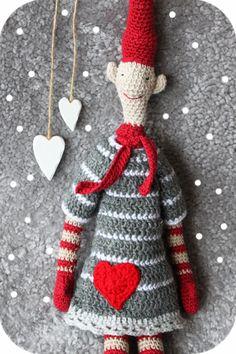 kungen & majkis: Virkad klänning till virkad tomte. Crochet Gifts, Cute Crochet, Crochet Dolls, Beautiful Crochet, Knit Crochet, Crochet Christmas Ornaments, Christmas Knitting, Christmas Elf, Crochet Winter