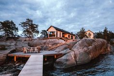 Aleksi Hautamäki and Milla Selkimäki of Bond Creative Agency, has recently completed a modern summer cabin located in the Finnish Archipelago. Contemporary Cabin, Scandinavian Cabin, Interior Cladding, Summer Cabins, Small Buildings, Cottage Interiors, Indoor Outdoor Living, Cabins In The Woods, House Goals