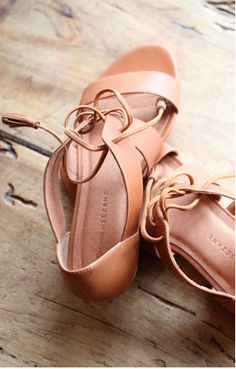 Madewell et Sezane Ulysses sandals. Sock Shoes, Cute Shoes, Me Too Shoes, Shoe Boots, Lace Up Sandals, Summer Sandals, Crazy Shoes, Mode Style, Leather And Lace
