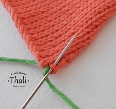 A point that we use to assemble invisible 2 knitted pieces. It fits all knit stitches. Knitting Stitches, Knitting Patterns, Tricot Baby, Sewing Online, Knit Crochet, Crochet Hats, Wool Thread, Homemade Toys, Dance Fashion