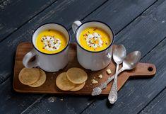 La crema di zucca si può preparare aggiungendo un pizzico di sapore in più grazie ad alcuni ingredienti come carote, porri, lenticchie, verza e patate Healthy Soup Recipes, Great Recipes, Winter Soups, Nutrition, Dishes, Olive, Food, Cozy Winter, Happy Healthy