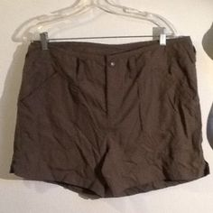 The north face shorts Brand new dark green color The North Face Shorts