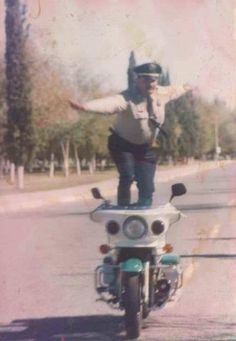 Found this old picture from the 80's - Mexican Motorcycle cop getting real.