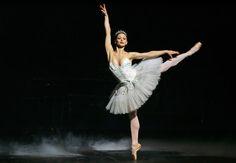 Solo de Roberta Marquez, primeira bailarina do Royal Ballet de Londres. FOTO TIAGO QUEIROZ/AE