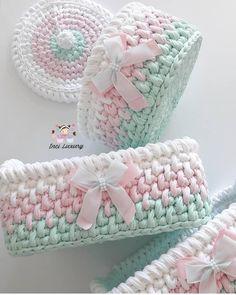 Happy weekends to everyone with my baskets that don& fit in .- Kadraja sığmayan sepetlerimle herkese mutlu hafta sonları💕💕 Sipariş i… Happy week with all my baskets … - Diy Crochet Basket, Crochet Box, Crochet Basket Pattern, Knit Basket, Crochet Round, Love Crochet, Holiday Crochet Patterns, Crochet Rug Patterns, Baby Knitting Patterns