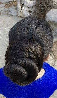 What a beautiful large low bun! Care however should be taken before adopting… Bun Hairstyles For Long Hair, Permed Hairstyles, Braids For Long Hair, Beautiful Buns, Beautiful Long Hair, Gorgeous Hair, Cut My Hair, Big Hair, Long Indian Hair