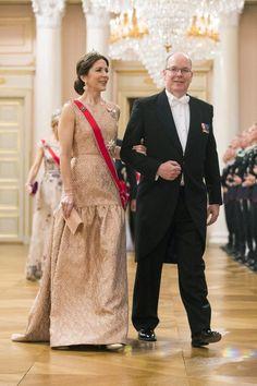 Foto's: Harald viert verjaardag met koninklijke gasten