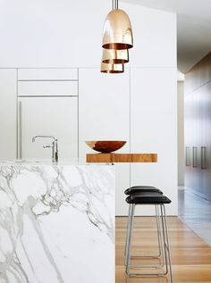 Gorgeous kitchen design – marble island and brass pendants. Arent & Pyke Gorgeous kitchen design – marble island and brass pendants. Arent & Pyke Australian Interior Design, Interior Design Awards, Home Interior, Kitchen Interior, New Kitchen, Interior Architecture, Kitchen White, White Kitchens, Kitchen Ideas