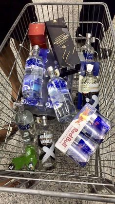 Party Drinks Alcohol, Alcoholic Drinks, Vodka Drinks, Rauch Fotografie, Alcohol Aesthetic, Absolut Vodka, Vodka Martini, Blue Curacao, Bad Girl Aesthetic