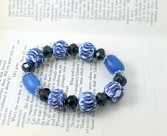 Bracelet blu geometric design with pearls and di TaleJewels