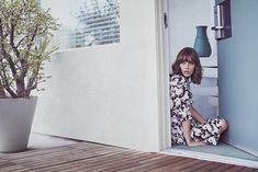 Lizzy Caplan Pose on Malibu Magazine November December Magazine 2015 Photoshoot