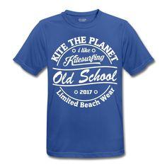Ultraleichtes Kite Shirt das könnt ihr auch auf dem Wasser tragen. Sports Shirts, Old School, Planets, Lifestyle, Mens Tops, T Shirt, How To Wear, Design, Fashion