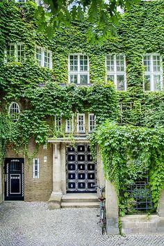 """""""Grüne Haus"""" (or """"Green House"""") designed in 1905 by  Albert Gessner in Berlin"""