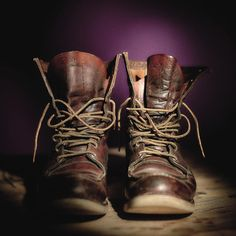 First introduced in the 877 is a true American icon. Red Wing Heritage Boots, Red Wing Boots, Denim Boots, Leather Boots, Wedge Boots, Shoe Boots, Rugged Style, Combat Boots, Mens Fashion