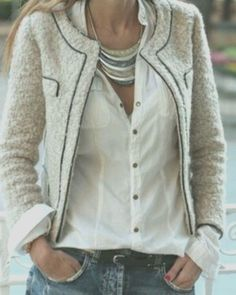 Oh, how I covet the classic tweed Chanel jacket! not too keen on that necklace, though! Style Désinvolte Chic, Mode Style, Style Me, Classic Style, Simple Style, Tweed Chanel, Chanel Jacket, Chanel Chanel, Chanel Dress