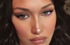 Makeup Inspo, Makeup Inspiration, Makeup Tips, Beauty Makeup, Hair Beauty, Beauty Behind The Madness, Bella Hadid Style, Eyes Lips Face, Gold Eyes