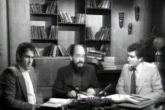 """Andreas Faber-Kaiser, Fernando Jiménez del Oso y Juan José Benítez durante una grabación del programa """"Más Allá"""" a finales de 1977..."""