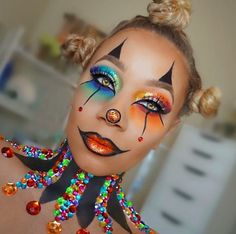 9 Black Makeup Artists Who Are KILLING The Halloween Makeup Game - Lisa a la mod. Halloween Eyes, Halloween Makeup Looks, Women Halloween, Halloween Makeup Games, Clown Halloween Costumes, Maquillage Halloween Clown, Clown Face Paint, Black Makeup Artist, Make Carnaval