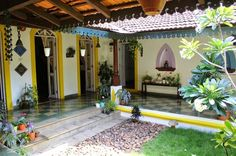 A typical south indian courtyard house Ethnic Home Decor, Indian Home Decor, Patio Interior, Interior And Exterior, Chettinad House, Indian Interior Design, Courtyard House Plans, Kerala House Design, Kerala Houses
