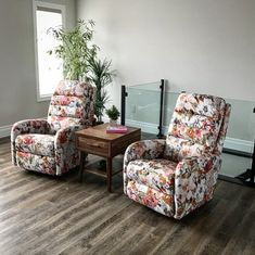 The sun's out today but its not quite enough. We're still pining for summer - and the summery beauty of these 'Forum' recliners by Lazyboy Wingback Chair, Armchair, Lazyboy, Z Boys, Recliners, Leather Recliner, Tall Guys, Traditional Looks, Table And Chairs