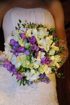 Фото с занятий группы флористический декор один год обучения. Свадебный букет из фрезии.