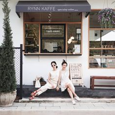 Home Decorating Websites Stores Small Coffee Shop, Coffee Store, Coffee Cafe, Cafe Shop Design, Store Design, Cafe Restaurant, Restaurant Design, Cafe Japan, Cofee Shop
