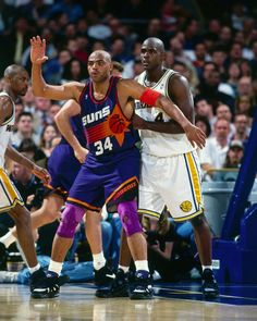 Charles Barkley posted up against Chris Webber new the Golden State  Warriors. Nba ...