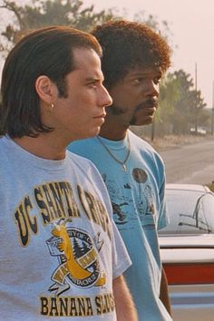 John Travolta & Samuel L. Jackson in Pulp Fiction 90s Movies, Iconic Movies, Series Movies, Great Movies, Movie Tv, Indie Movies, Movie Scene, Classic Movies, Films Cinema